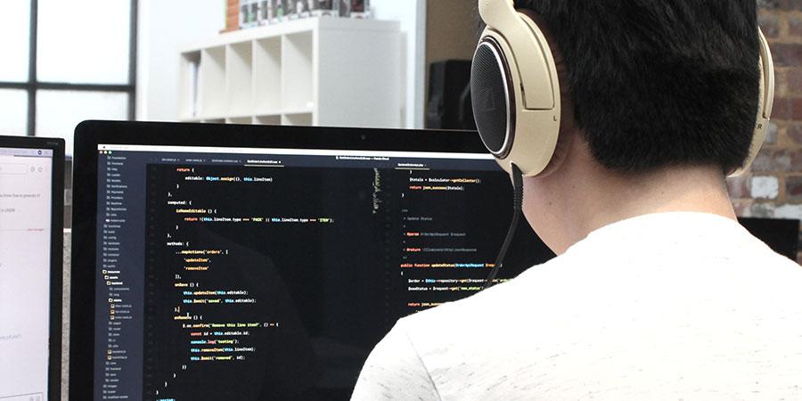 Bild zu Webdesign-Grundwissen: Warum sich  HTML und CSS lernen für dich lohnt