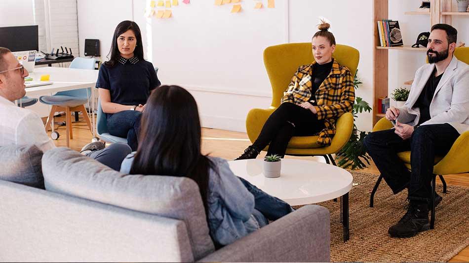 Bild zu Fachkräftemangel:  Wie ein Talentpool die Bewerbersuche optimiert